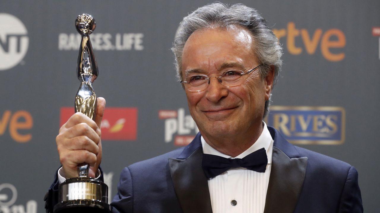 El actor argentino Óscar Martínez tras recibir el premio Platino a la Mejor Interpretación Masculina por la película «El ciudadano ilustre»