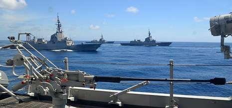 En la imagen, fragatas de la serie F-100 en el marco de unas maniobras en aguas gallegas.