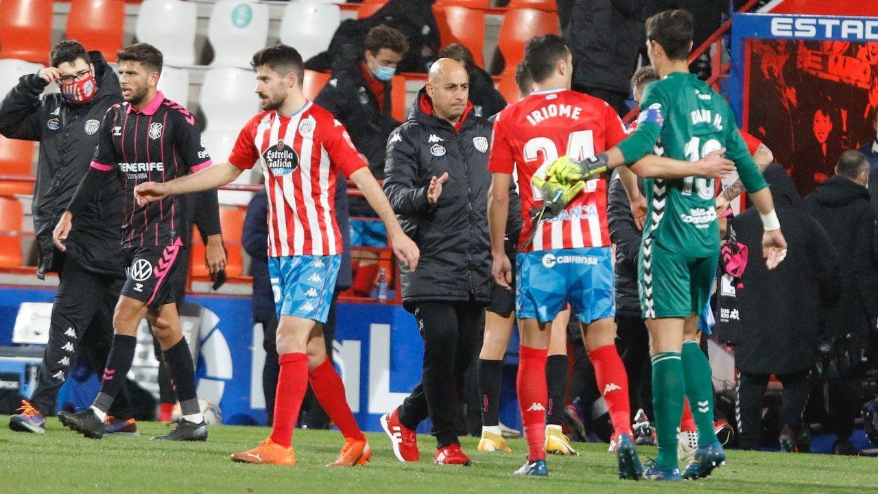 Los futbolistas del Real Oviedo celebran el gol de Sangalli ante el Castellón
