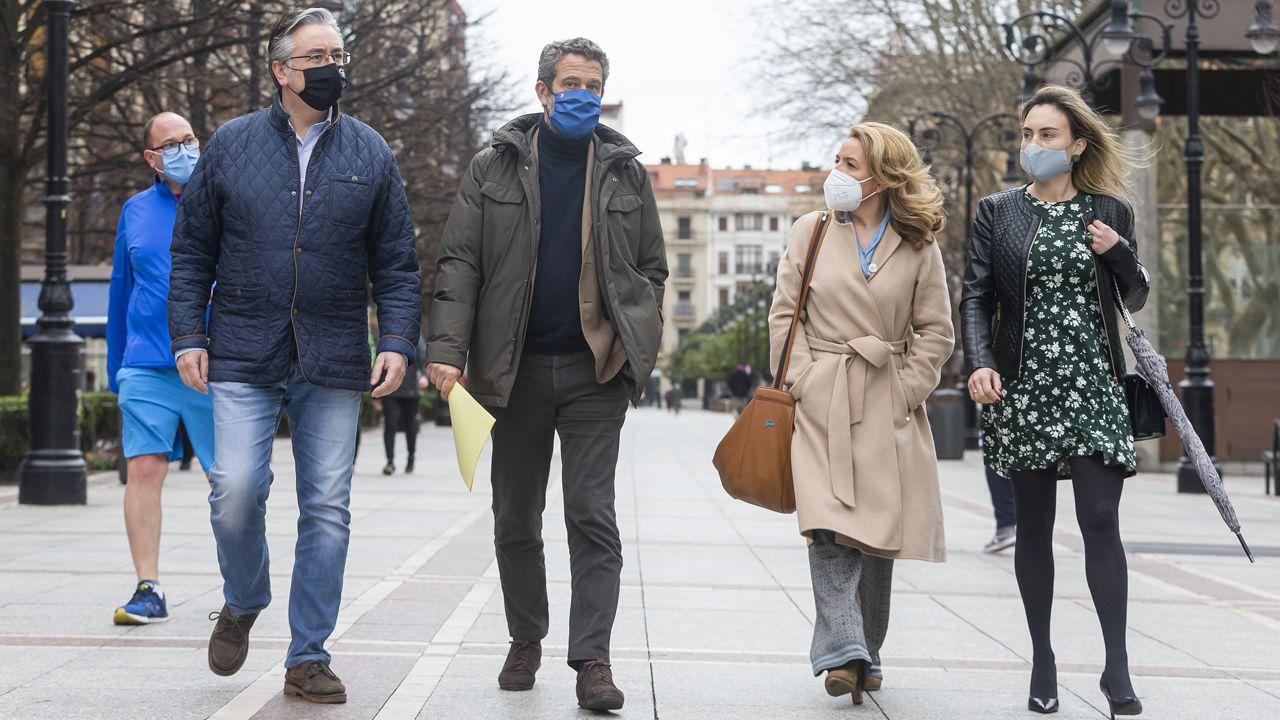 Encuentro de la presidenta del PP de Asturias, Teresa Mallada, el vicesecretario de Participación, Jaime de Olano, con Pablo González y Cristina Villanueva, del PP de Gijón