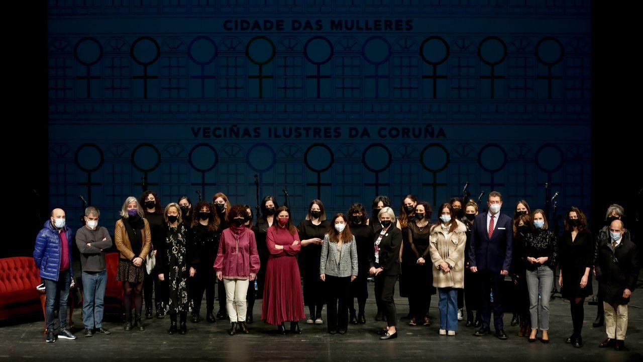Presentación del libro sobre A Coruña das mulleres, con asistencia de la alcaldesa, Inés Rey, y la concelleira de Igualdade, Yoya Neira