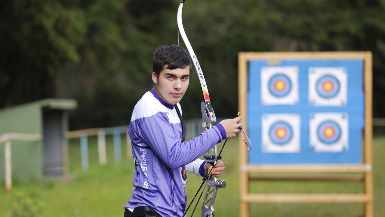 Adrián Millán, campeón arquero, en el campo del Club Arco Trasno, de Tomiño