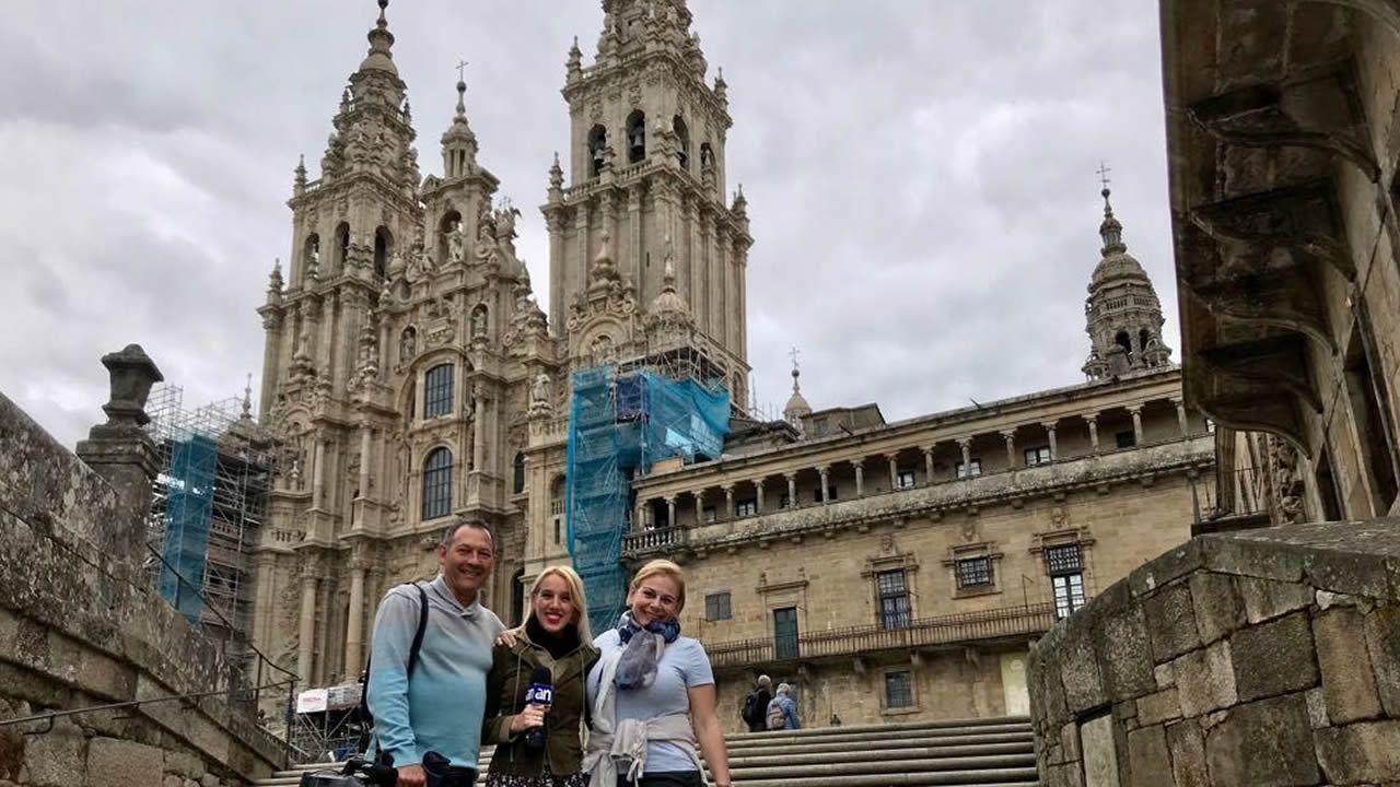 Todas las imágenes de los Emmy 2018.El equipo de rodaje, con la productora Cristina Carrodeaguas a la derecha, en Santiago de Compostela