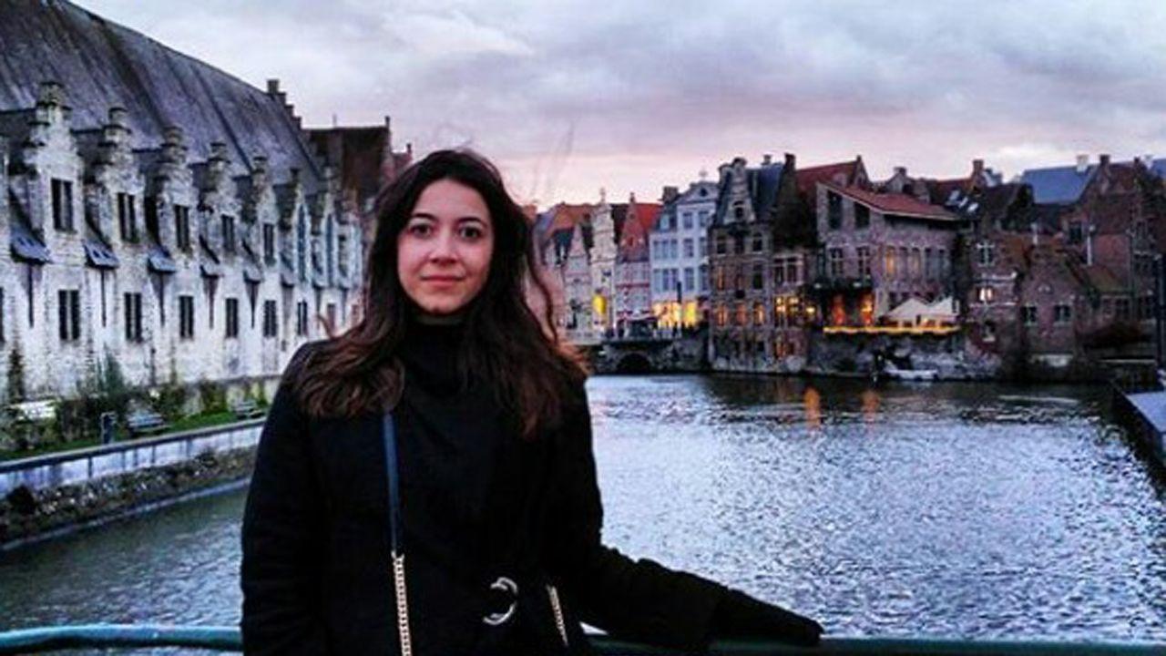 Ángela González Fernández. Graduada en Lenguas Modernas y sus Literaturas y estudiante de Lengua Española y sus Literaturas