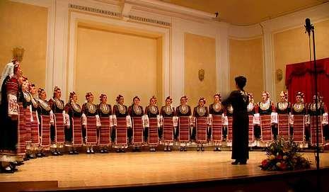 La formación Voces Búlgaras actúa esta tarde en las fiestas.