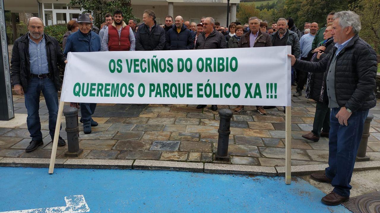 Una invasión de ratas amenaza las ayudas de la PAC en la provincia de Lugo.Carlos Gayo, afectado por la «plaga» muestra una foto de los roedores capturados