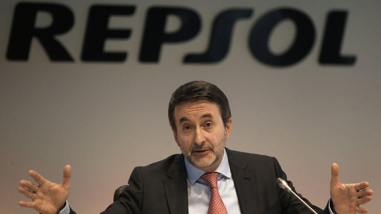 Francisco Conde: «Galicia tiene que ser atractiva para invertir, pero no a cualquier precio».Carrasco y Megías, en la sede central del BBVA en A Coruña