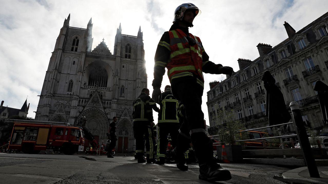 Un incendio afecta a la catedral de Nantes.Suso Doval, propietario de El París, y Carlos Domarco, uno de los promotores de la página web ourensana