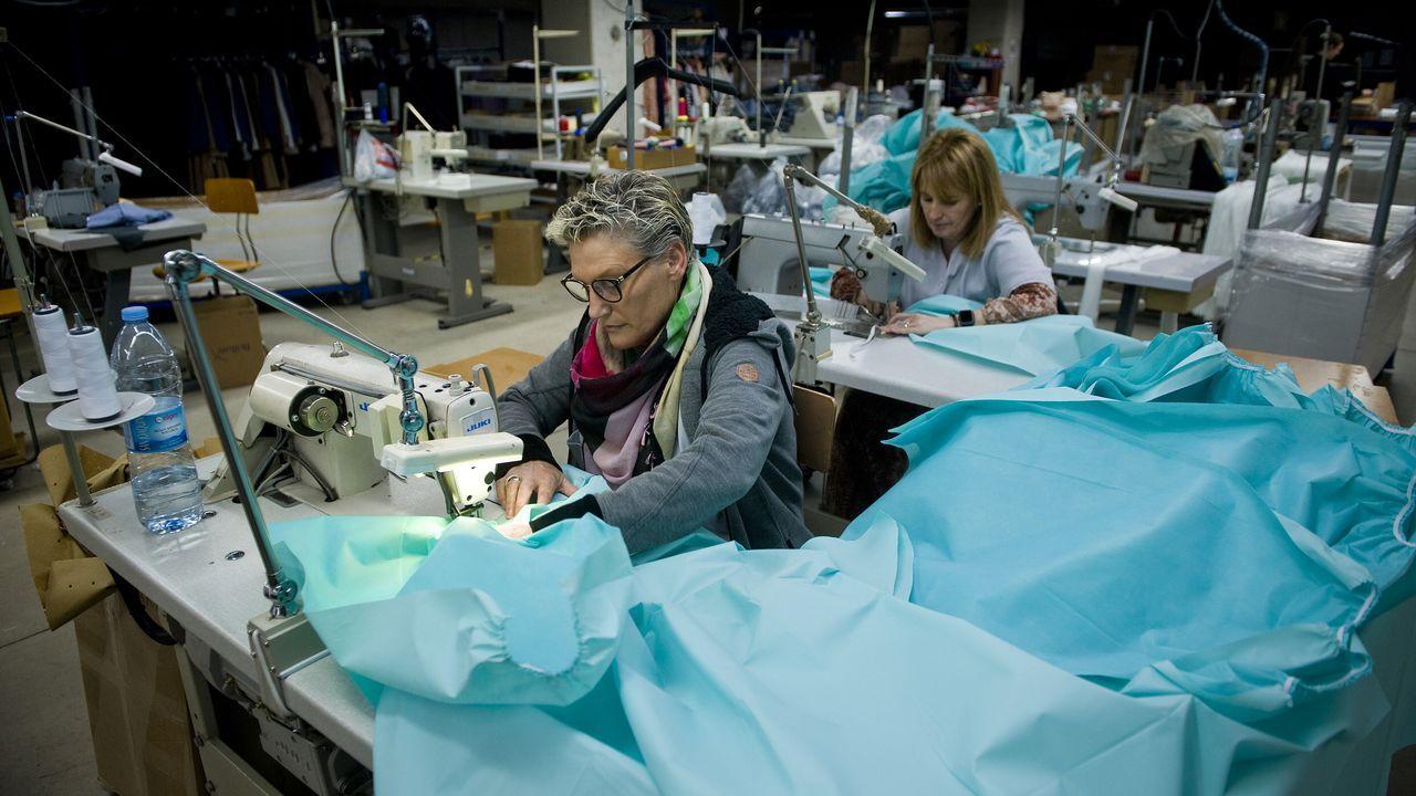 La Xunta reparte material de protección desde Arteixo a toda Galicia.Reunión de los trabajadores de la empresa Noa, en una fotografía de archivo