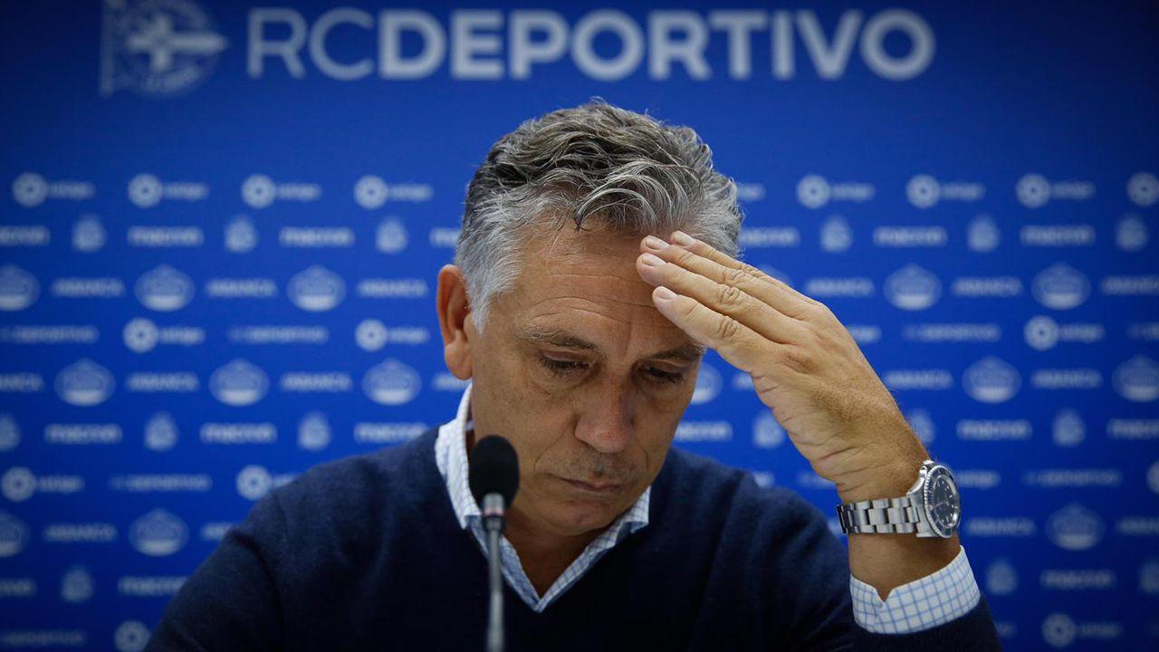 Paco Zas comparece ante la prensa en plena crisis del Deportivo.Rozada saluda a Carrión antes del Real Oviedo-Numancia