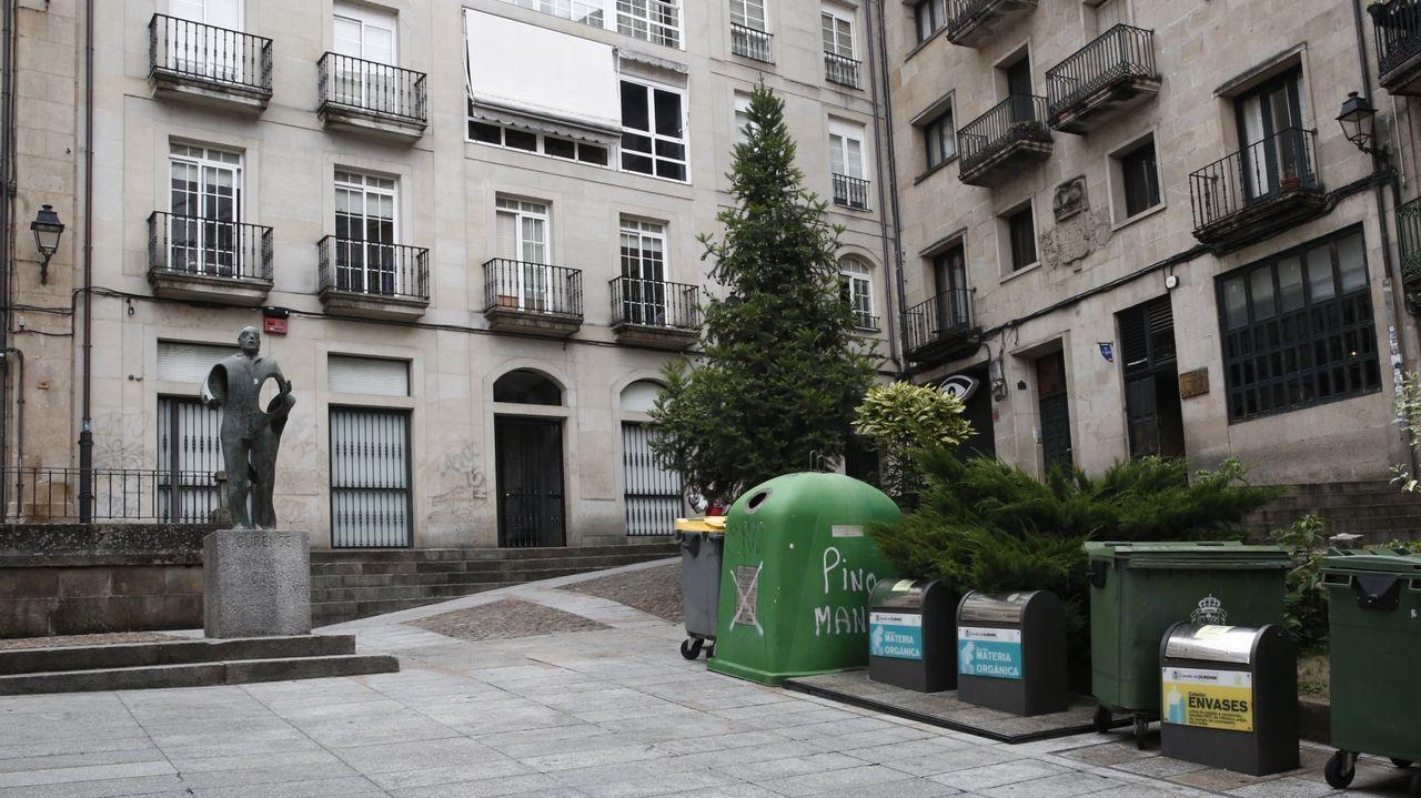 Así celebró Ourense el Día del Libro.Reunión de la Agrupación Miño con representantes de la oposición
