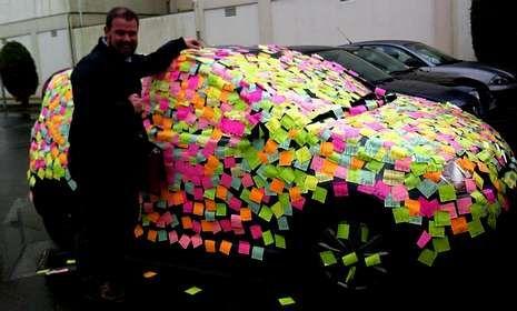 Enrique Vaqueiro se encontró dos mil mensajes de amor de su pareja cuando fue a coger el coche.