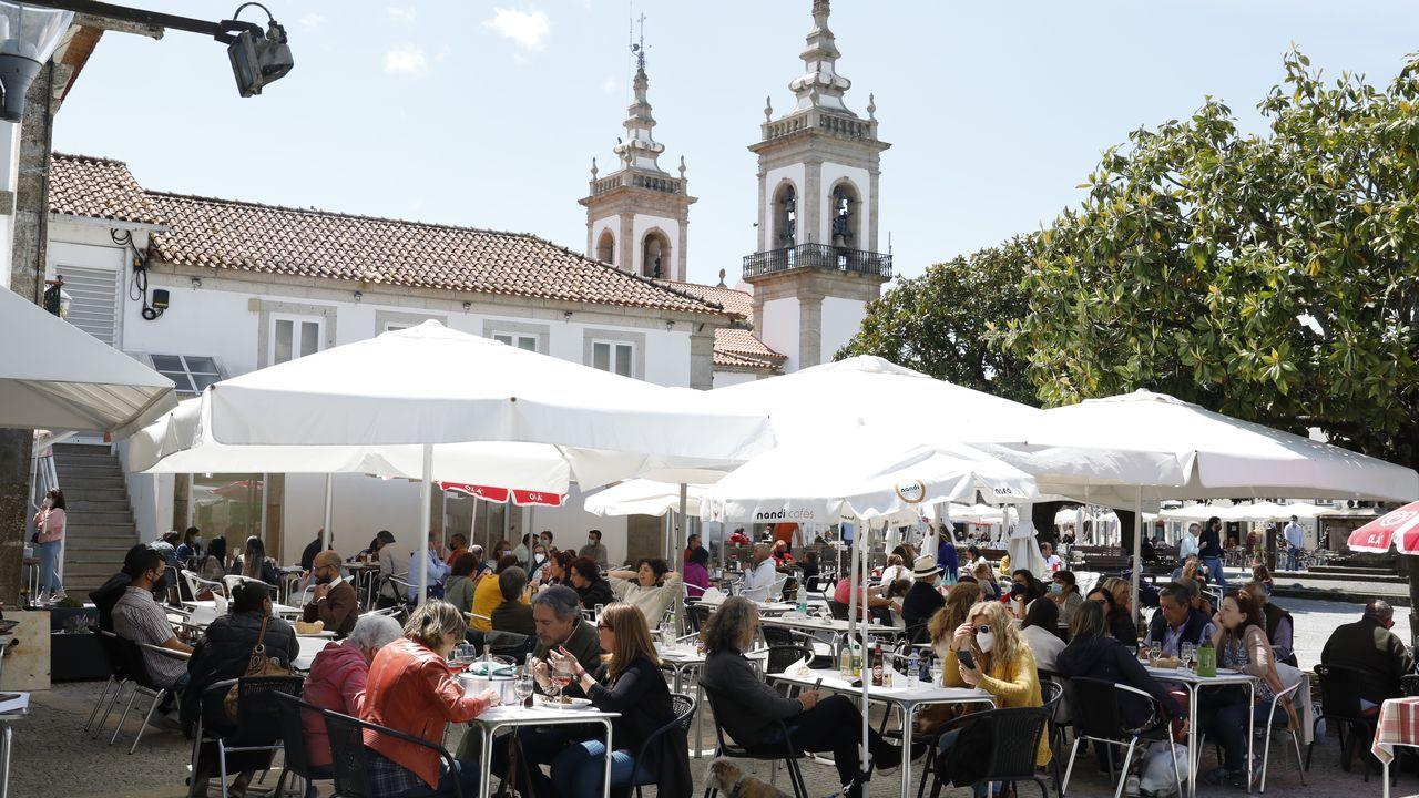Primer día de apertura de fronteras en Portugal.Vacunación en Lisboa