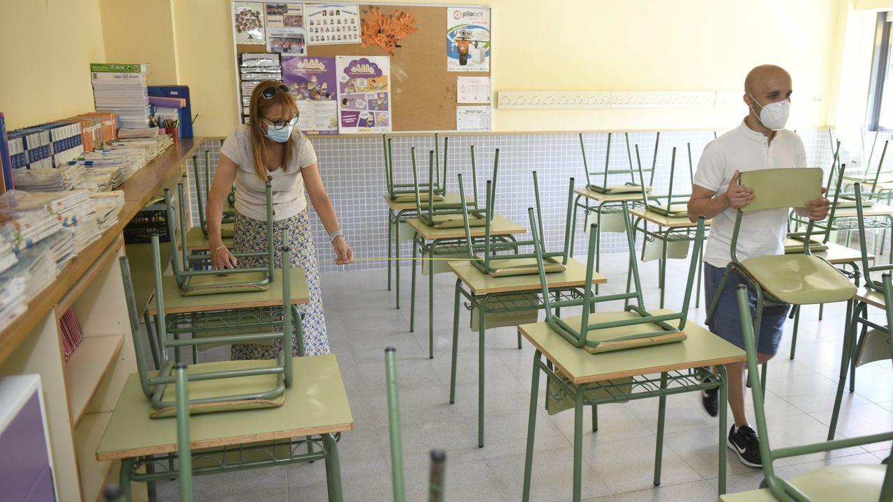 En la imagen , alumnos del CEIP A Laxe entrando en el colegio a principios de este curso