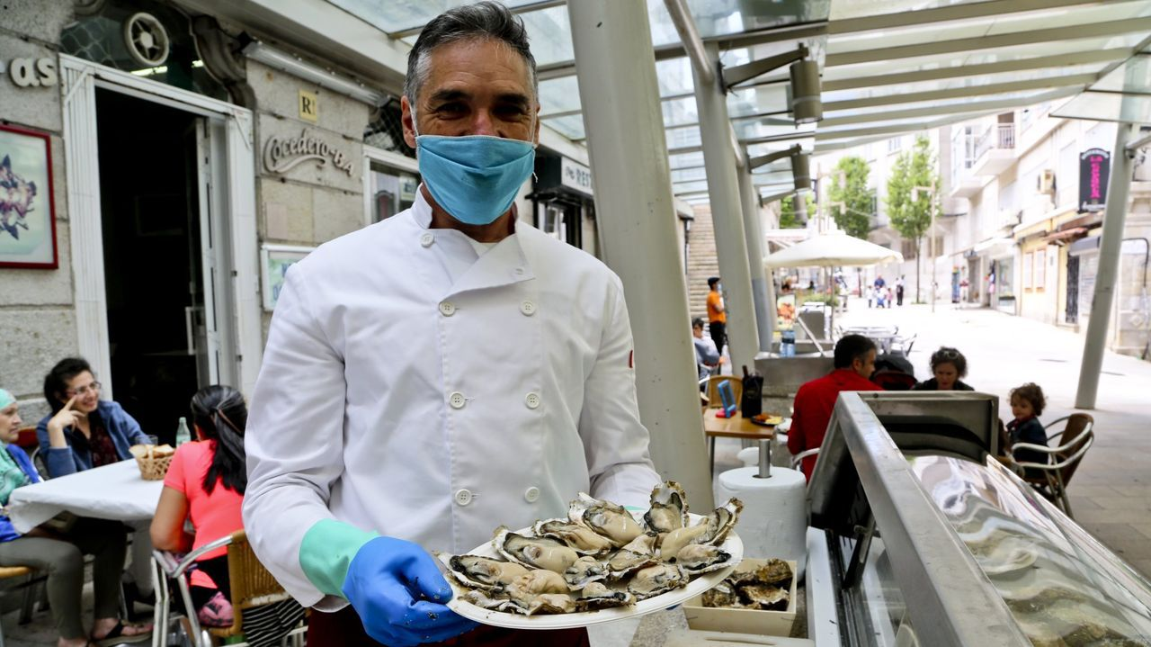 VIGO. «COMEN OSTRAS EN LA CALLE» El diario destaca el entorno de la ría de Vigo, el pescado que desembarca «en su enorme puerto que exporta a todo el mundo» y el pulpo y las ostras que se comen en su casco antiguo