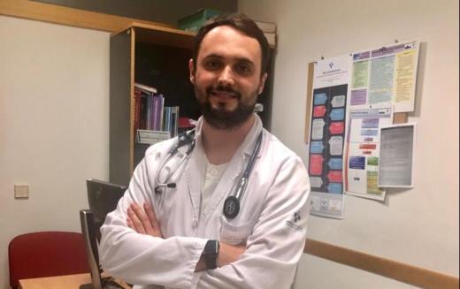 Rubén Sánchez, árbitro de voleibol y médico en Siero.