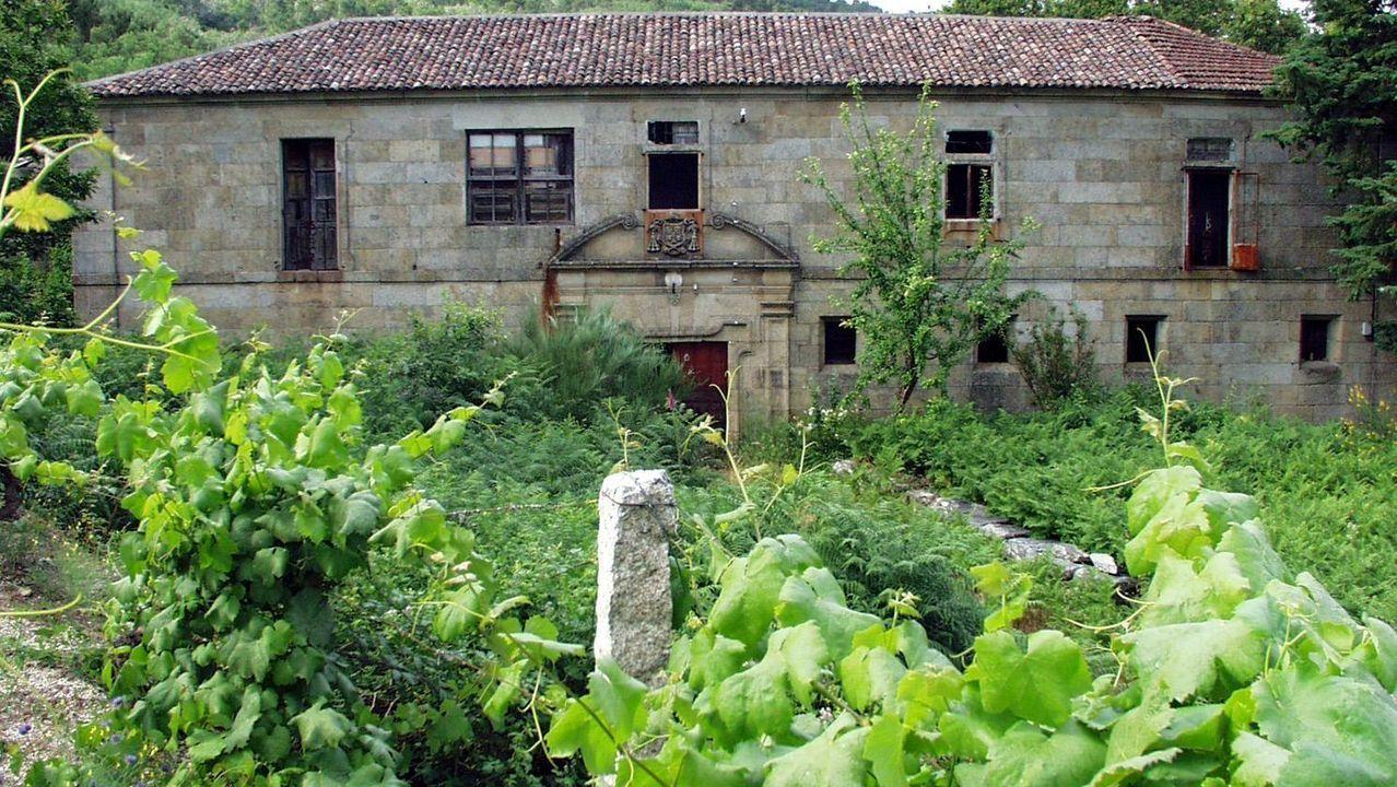 En muchas casas de la parroquia soberina de Proendos, como la de la imagen, se ven piedras labradas que proceden probablemente de un poblado que existió en este lugar en la época galaicorromana y que se reutilizaron durante siglos en otras construcciones