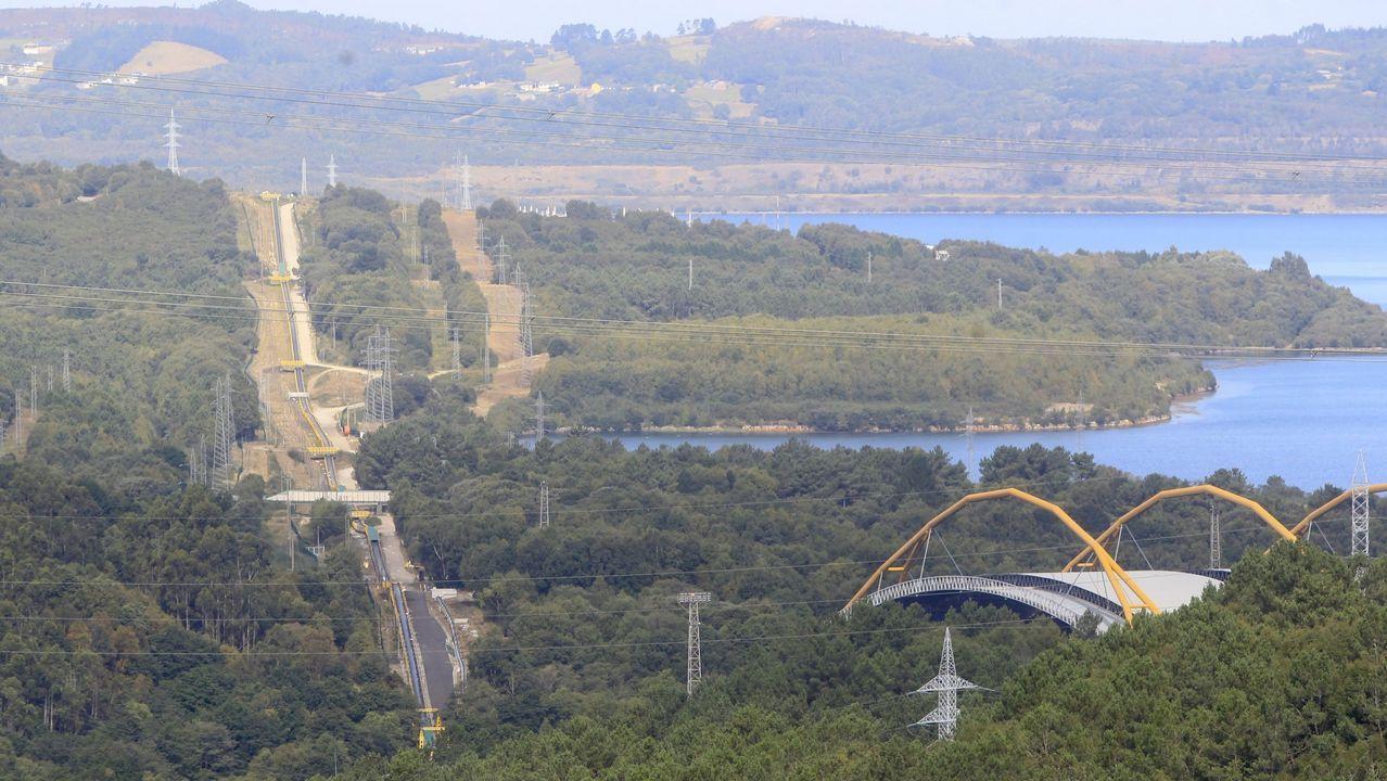Prueba de la polución del aire en Gijón.Vista exterior de las instalaciones de Asturiana de Zinc en Avilés