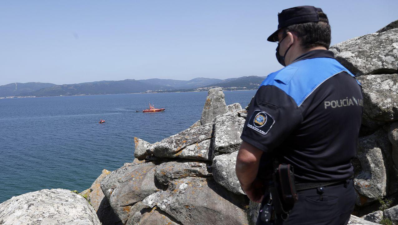 La Policía Local de Porto de Son también se desplazó a Caveiro
