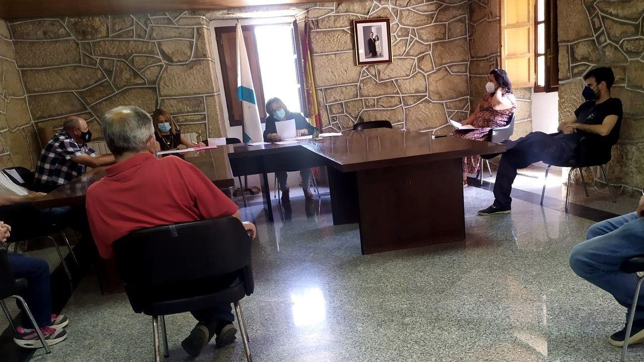 Miriam Bermúdez, do BNG, no treito no que, ao seu xuízo, se podería crear un carril bici