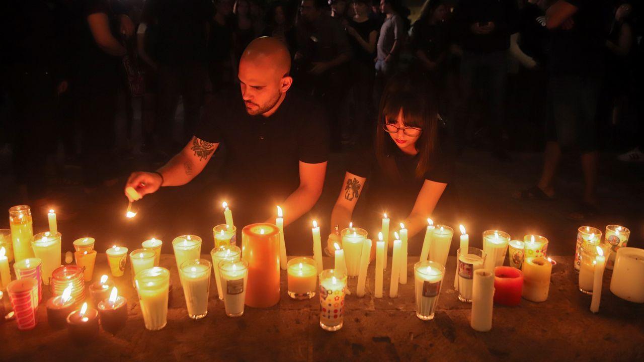 Derrumbe en el metro de Ciudad de México.Estudiantes dejan velas en México para protestar por el asesinato de tres jóvenes en Guadalajara