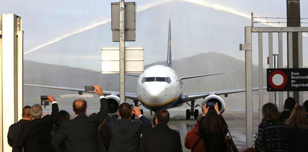 David Cameron anuncia su adiós.La compañía Ryanair estrenó ayer su vuelo a Bolonia y mañana inaugurará el de Dublín.