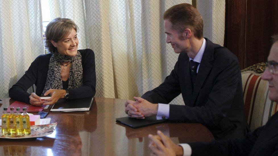 Las cofradías se reunieron en la sede de Portos en la mesa contra el furtivismo.