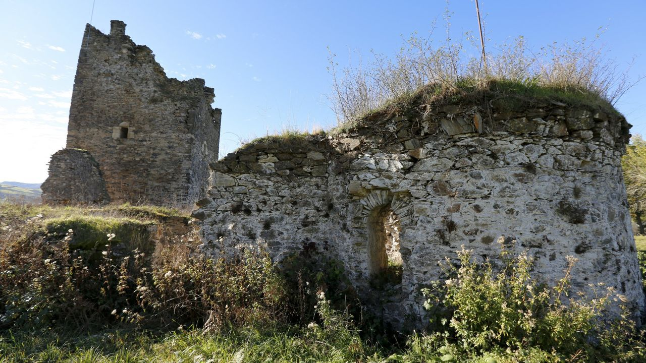 El castillo de Torés, en As Nogais, está en ruina y con peligro de derribo en su torre