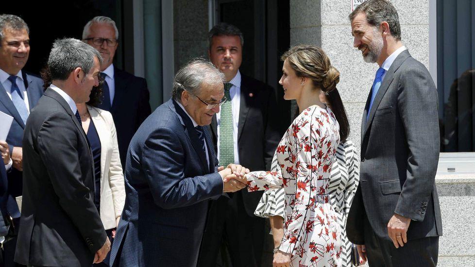 Letizia optó por su socorrido vestido de flores para sus primeros actos oficiales en Canarias.