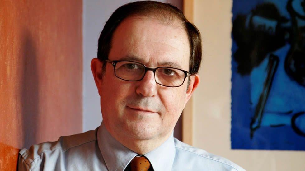 Duran i Lleida: «El mejor pronóstico es el de los ciudadanos acudiendo a las urnas».El líder de UDC, Josep Antoni Duran Lleida, deposita su voto en el colegio electoral situado en el Centre Cívic Casal de Sarrià de Barcelona