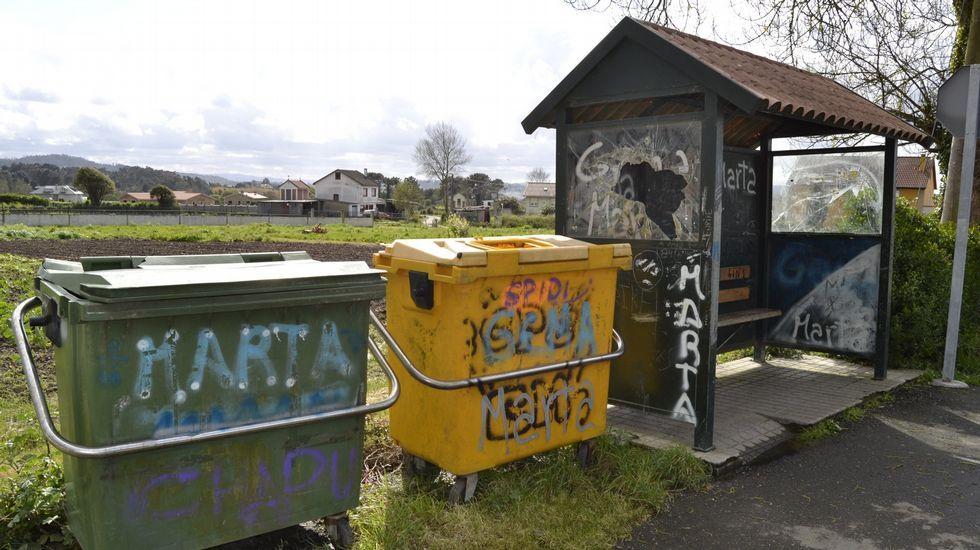 Vandalismo en el mobiliario urbano en A Laracha.