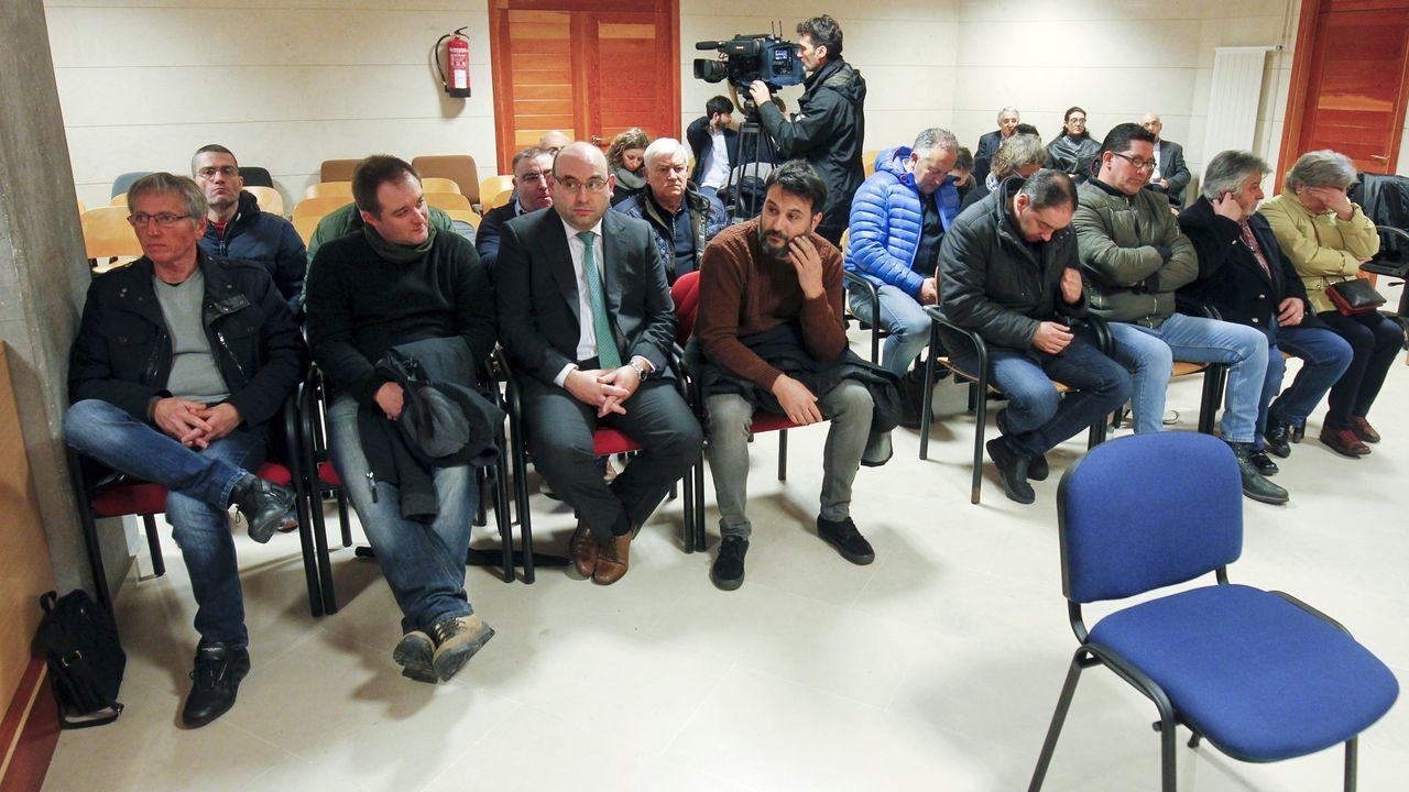 En la operación Trucarro llegó a haber 200 investigados y la Fiscalía acusó a 42 personas, pero finalmente 26 de ellas pactaron condenas con el ministerio público y solo 16 (en la foto) se sentaron en el banquillo para ser absueltos