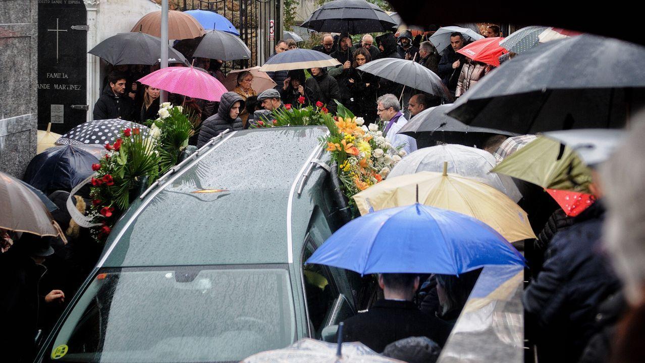 Entierro en el cementerio coruñés de Pastoriza de Diego Bello, que falleció tiroteado por la policía en Filipinas