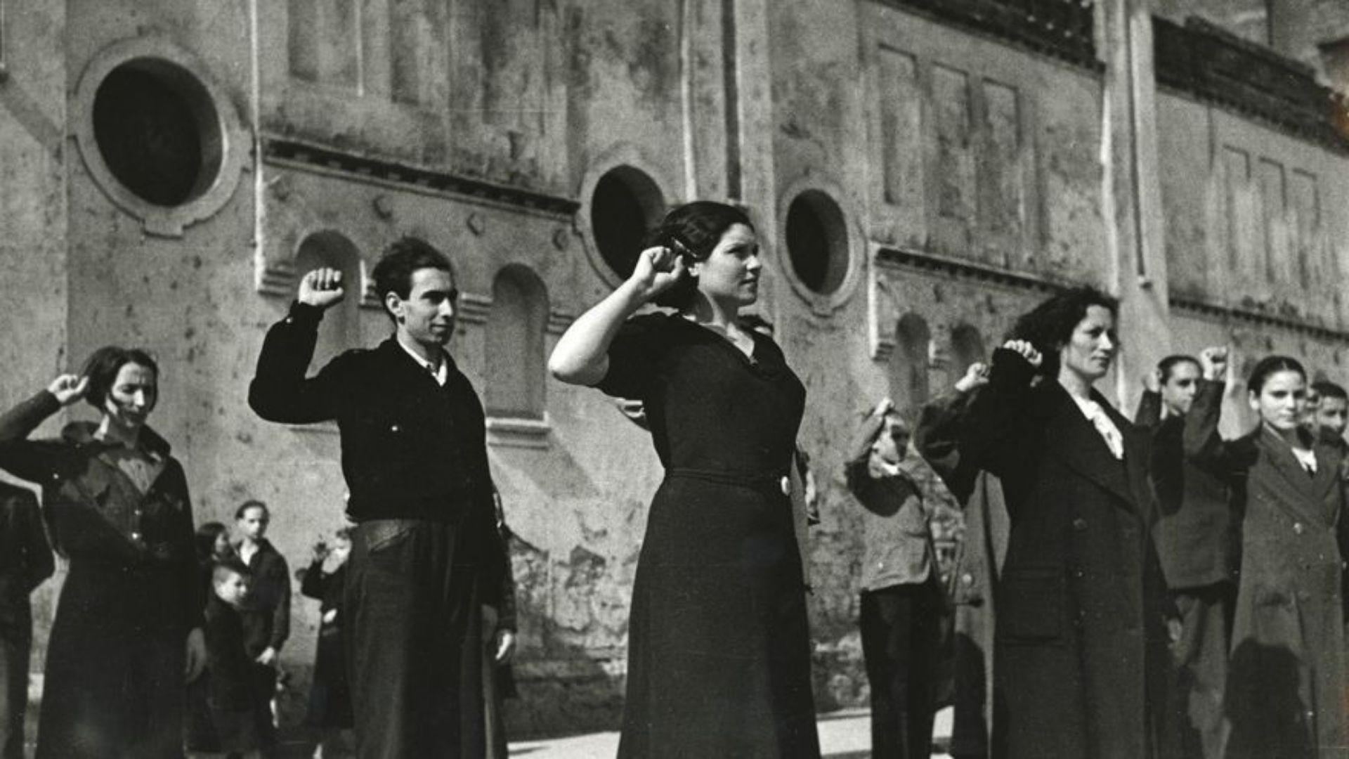 Miembros de las Juventudes Socialistas Unificadas en Gijón, en marzo de 1937