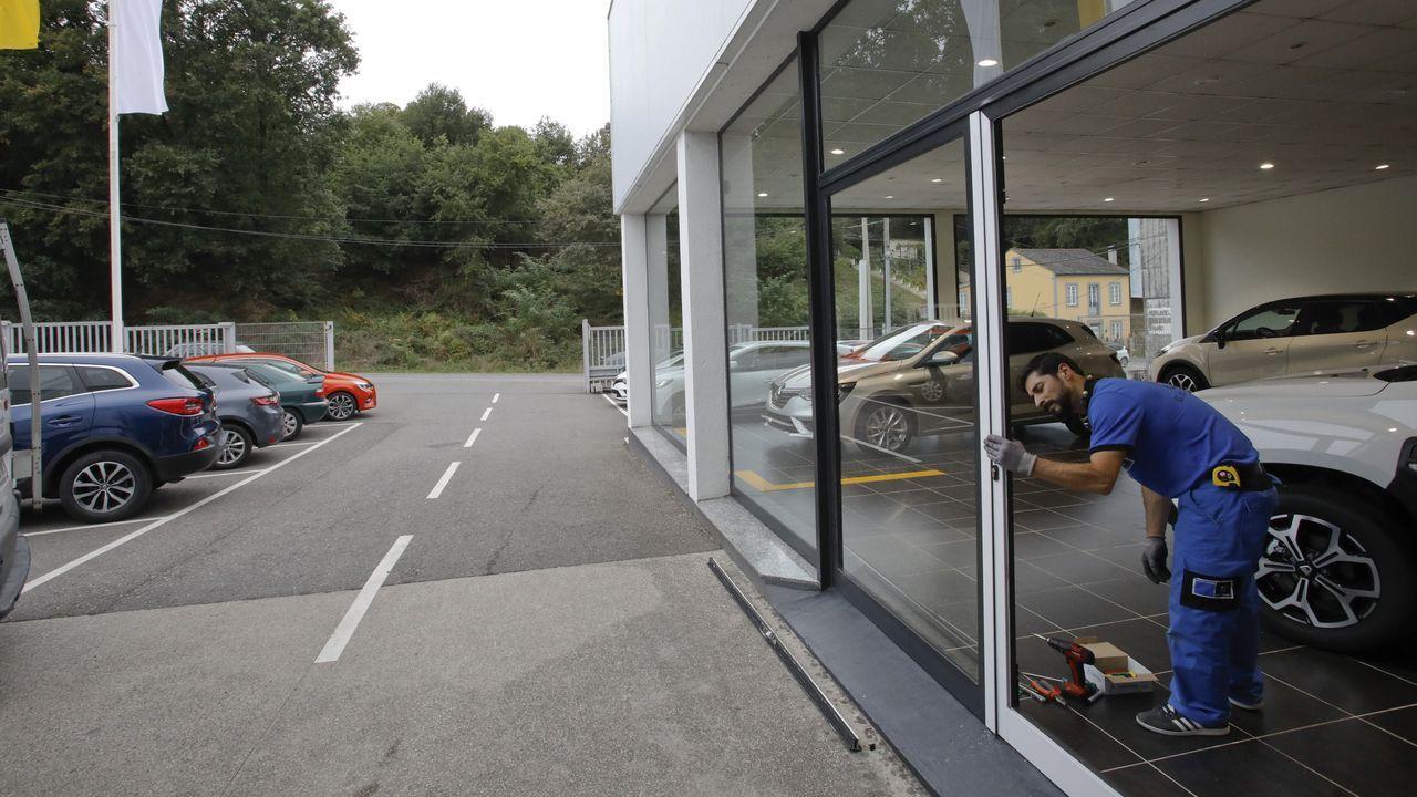 Vídeo de una cámara de seguridad en la que se ve una persona entrando a robar en una empresa de neumáticos de Meira.La jueza Pilar de Lara, el pasado mes de abril, en un acto celebrado en Lugo