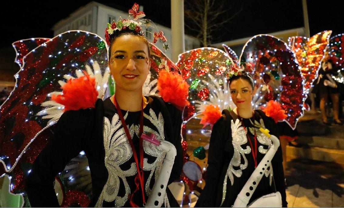 Desfile de carnaval de Barreiros.Pese a que el tiempo no acompañó, la villa consiguió llenarse a medida que avanzó la tarde