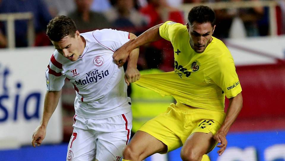 Toda la actualidad de la jornada de Segunda división.David López controla un balón durante el entrenamiento de ayer en el Ángel Carro.