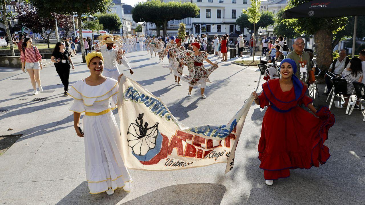Ocho grupos en el Festival Internacional de Folclore de Vilalba.El barco antinmigración C-Star en el puerto de Famagusta, al norte de Chipre