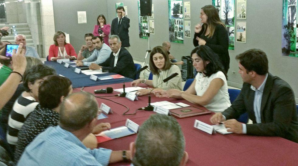 Ourense celebra el día del voluntariado.Elena Candia y Mari Teijeiro presidieron ayer la firma de convenios con colectivos sociales de la provincia.
