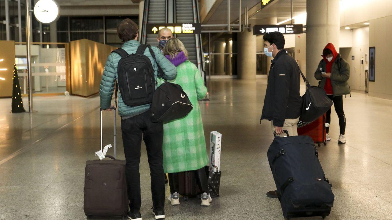 Alvedro ya realiza cribados a sus pasajeros.Imagen de archivo de la terminal de Lavacolla
