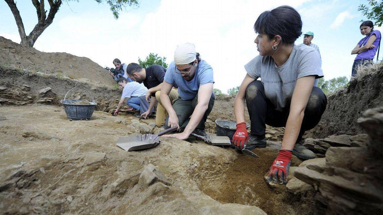 Imaxe dunha escavación anterior no castro de Doade, en Lalín