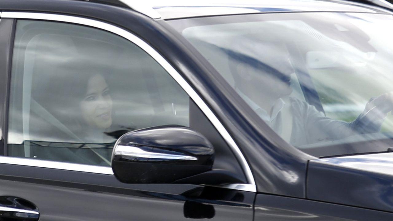 La última imagen de la pareja es cuando Sara Carbonero abandonó el hospital tras su reciente ingreso