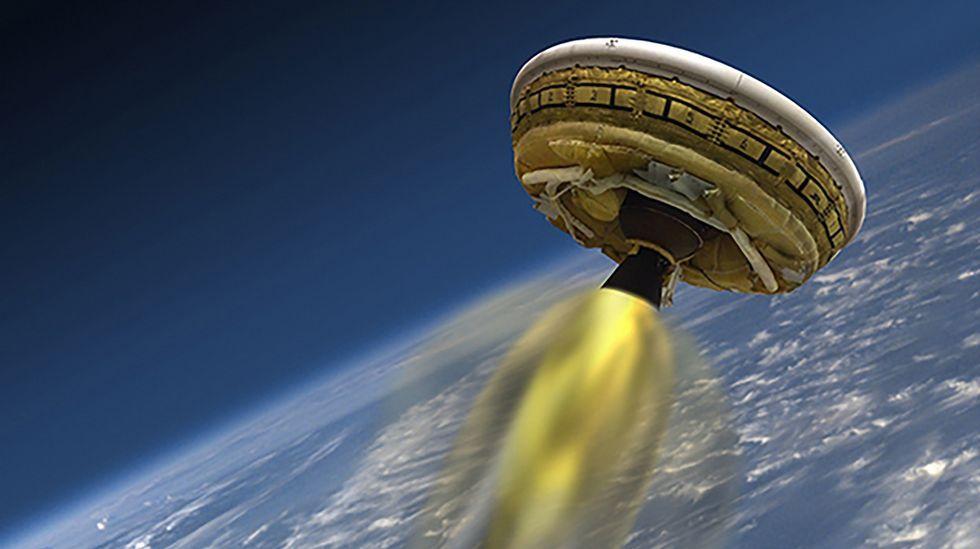 La NASA pone a prueba un paracaídas supersónico para usarlo en Marte.Imagen de la película «Marte».