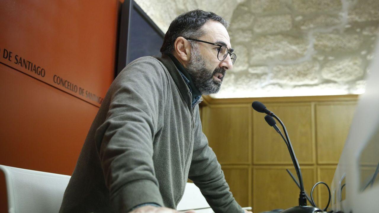 Caminatas por Compostela.Una de las reuniones que mantuvieron los líderes políticos para fijar la fecha electoral