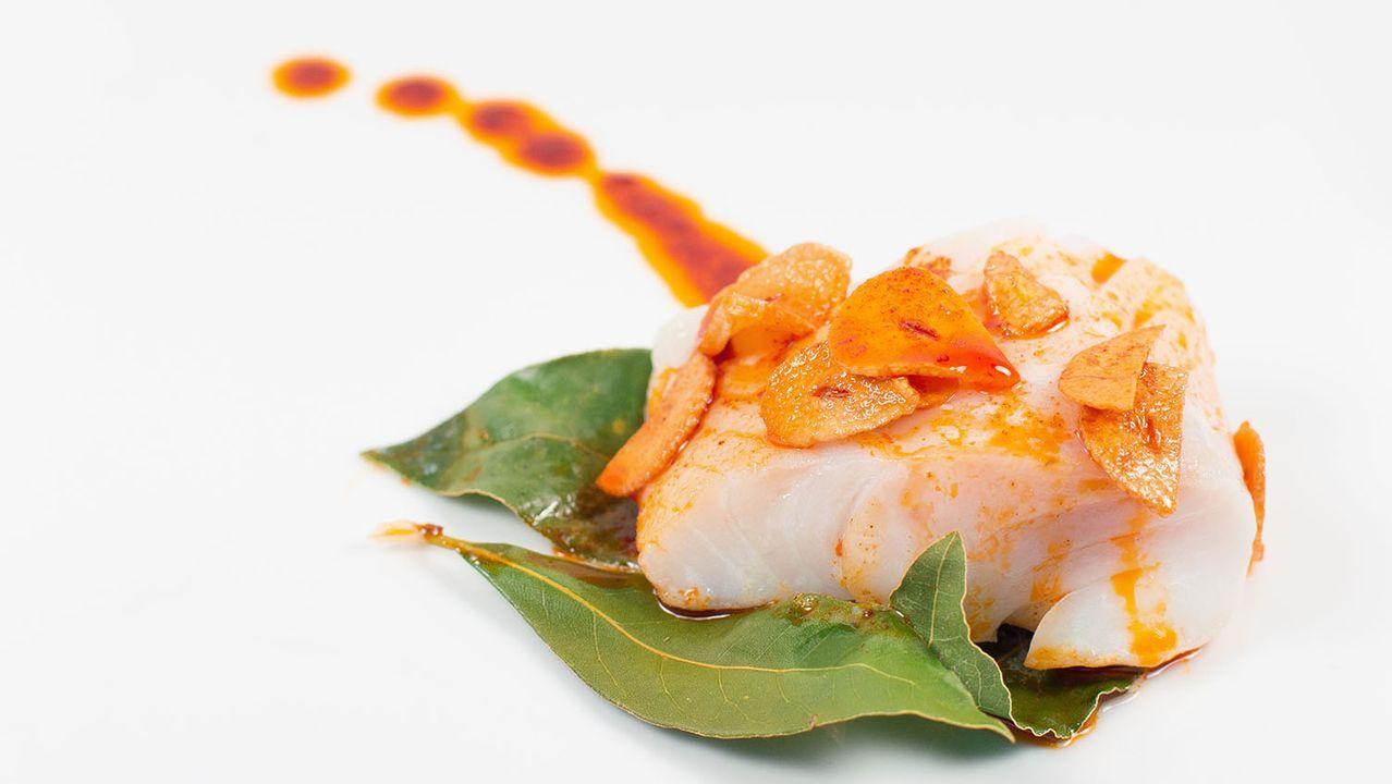 A la gallega. En Galicia, dada la cercanía con Portugal, se le da gran importancia a la calidad de las tajadas de bacalao.