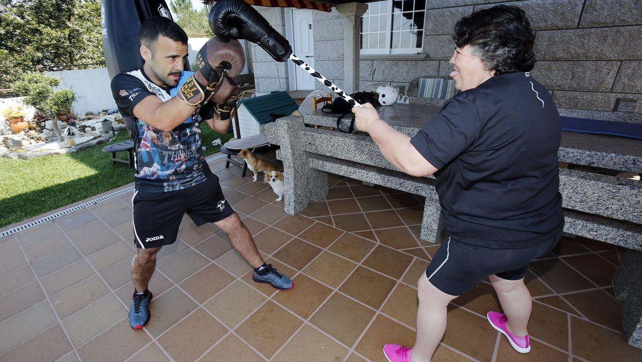 Aaron Gonzalez tiene que entrenar en casa por el confinamiento usando a su madre de sparring