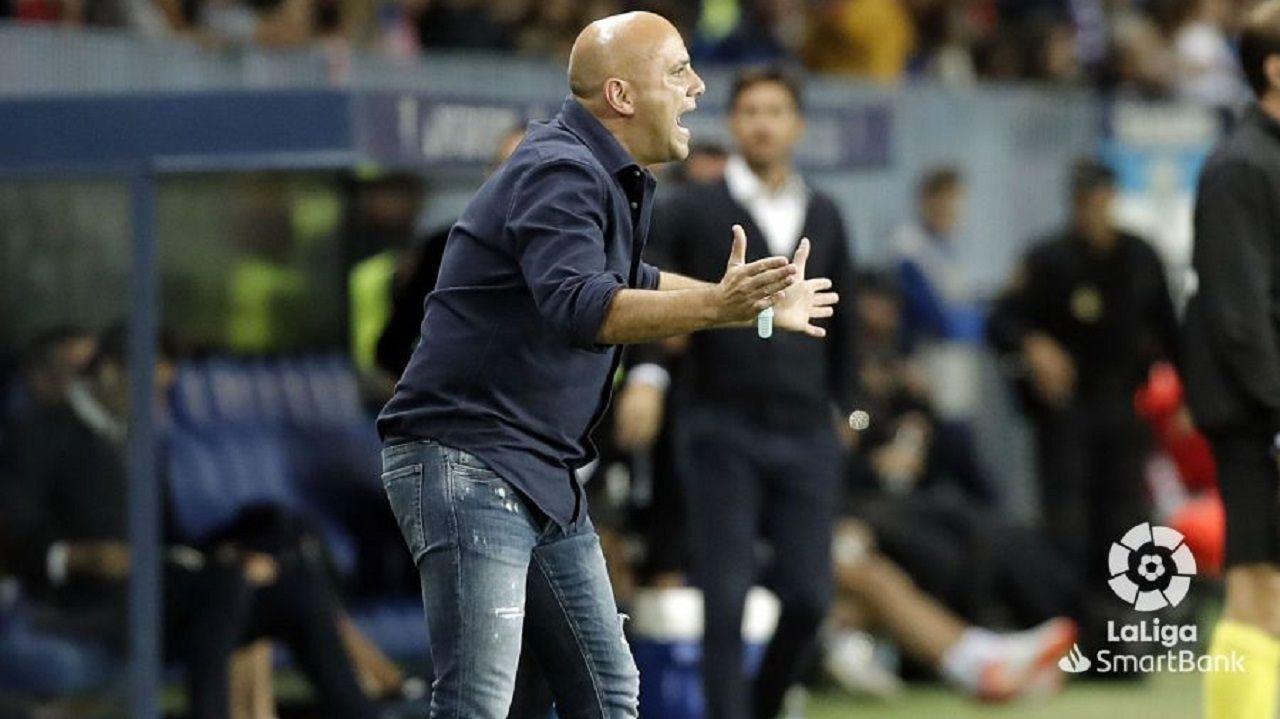 Javi Rozada durante el Málaga-Real Oviedo