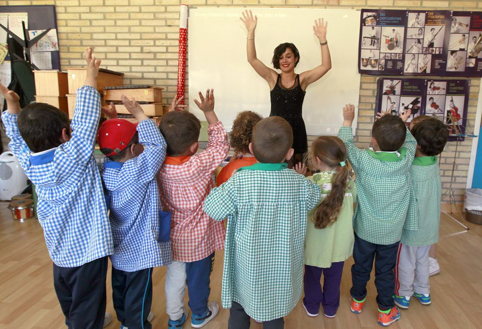 La matrícula de infantil que da alegrías en Ardia. En este colegio de O Grove ahora hay diez niños de tres años. El año que viene se prevé que sean 22. En el centro indican que algunos críos, pese a vivir en el centro de O Grove, estudian en este centro -ubicado en las afueras- por sus servicios.