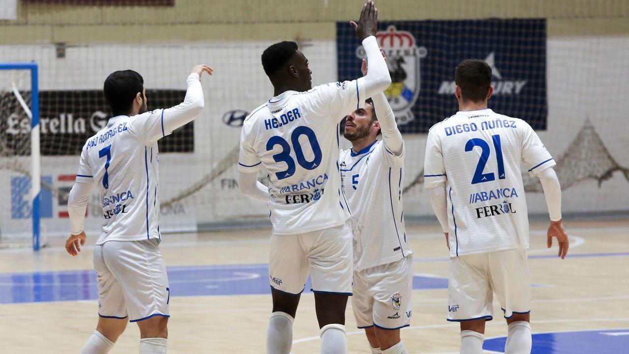 Las imágenes de O Parrulo - Osasuna Magna.Las futbolistas azules celebran un tanto frente al Parquesol