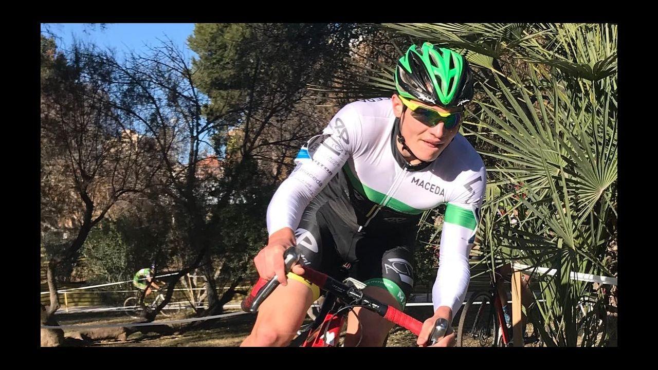 Aída Nuño celebra su victoria en el Campeonato de España de Ciclocross